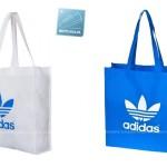 niebieska i biała torba na zakupy adidas