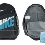 czarny plecak nike z niebieskim napisem