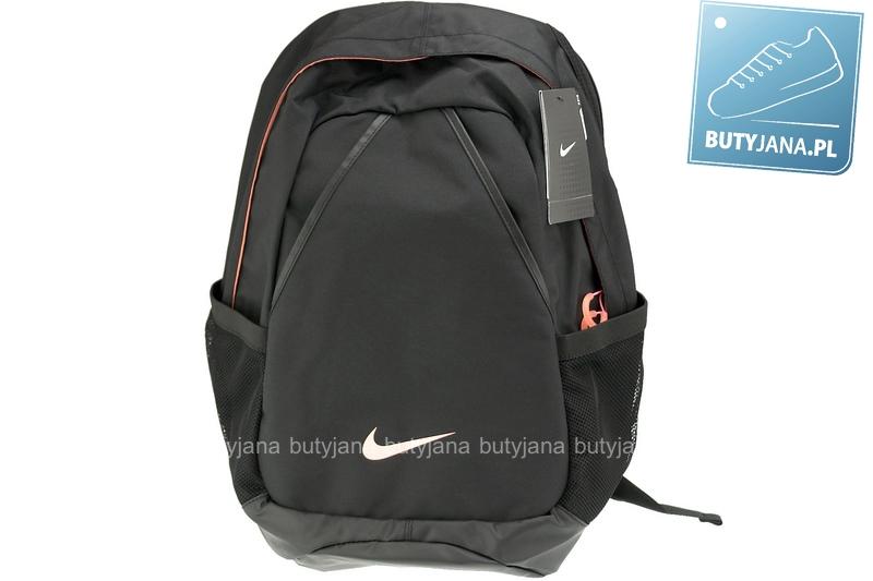 prosty plecak nike w kolorze czarnym
