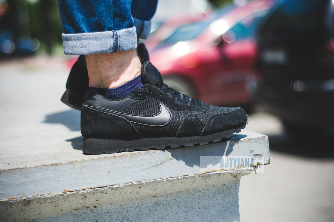nike md runner all black